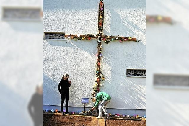 Mit Steinen die Last der Sorgen am Kreuz abgelegt