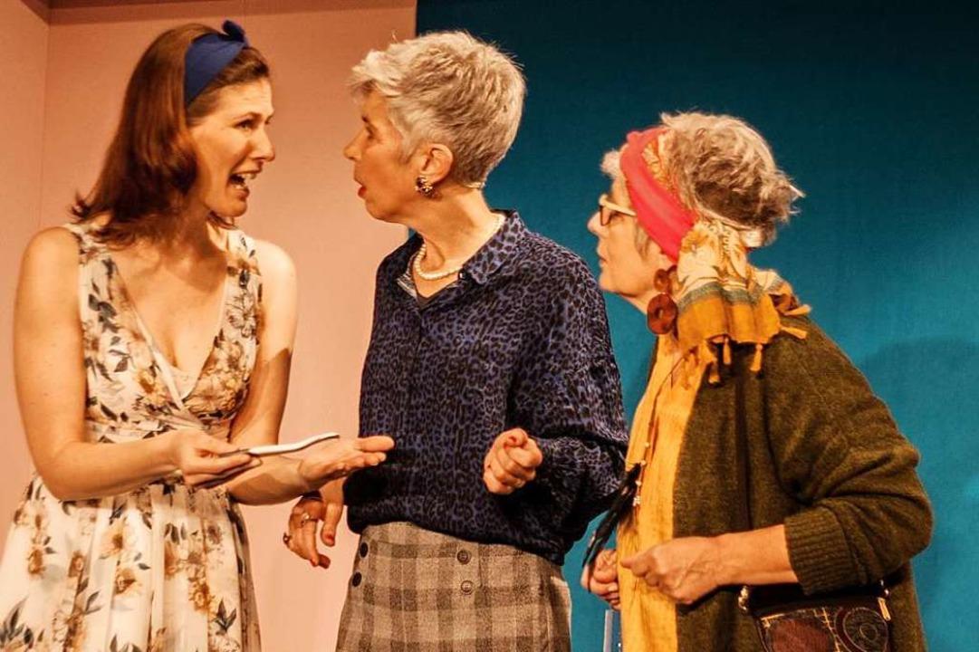 Szene mit  Sandra Jettkandt, Asuncion Dilger, Lissy Lücke (von links)  | Foto: Alexander Albiker
