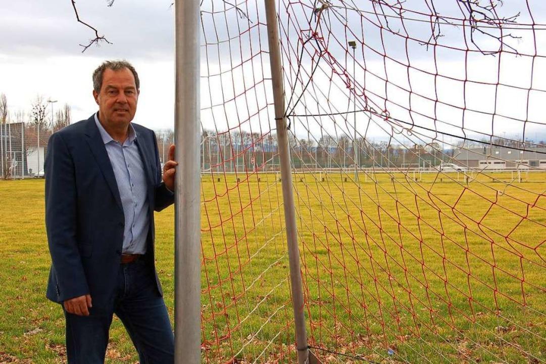 Binzens Bürgermeister Andreas Schneuck...latz: Hier soll die Gemeinde wachsen.   | Foto: Franz Schmider