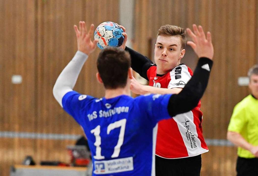 Wurde schmerzlich vermisst: der talent...mspieler Bastian Holzer (rotes Trikot)  | Foto: Achim Keller