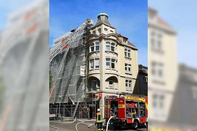 Feuer am Dach des bekanntesten Erkers der Offenburger Innenstadt
