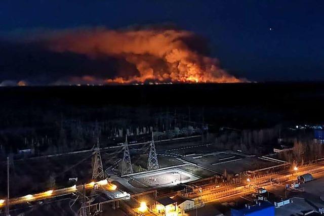 Regen hilft Feuerwehr im Kampf gegen den Waldbrand in Tschernobyl