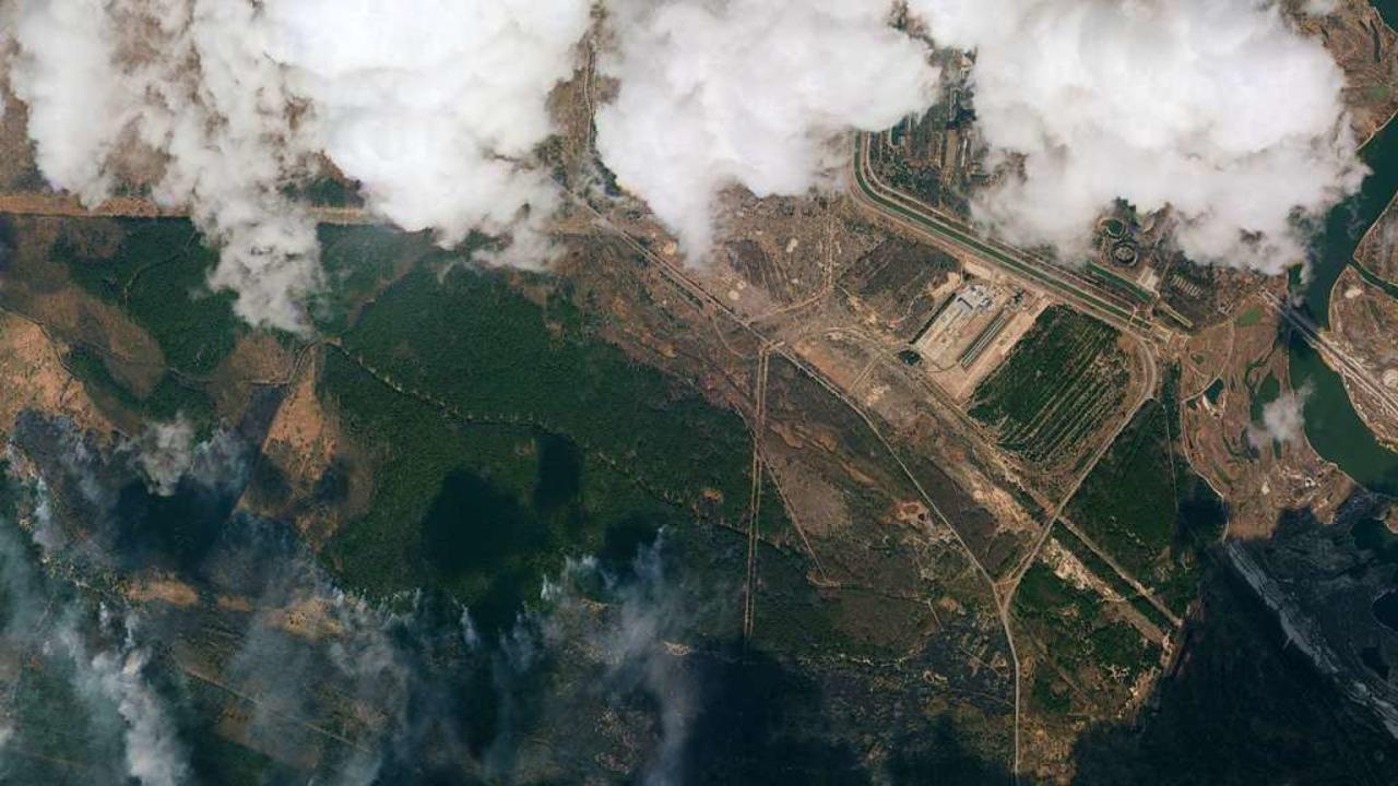 Die Satellitenaufnahme zeigt einen Bli...tillgelegte Atomkraftwerk Tschernobyl.  | Foto: - (dpa)