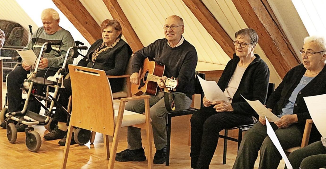 Singen geht in jedem Alter und bereite...r Corona-Krise Mitte März aufgenommen.  | Foto: Martha Weishaar