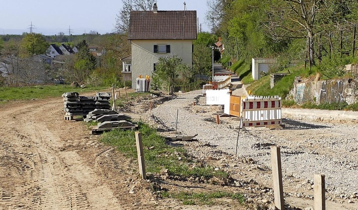Leitungen und Hausanschlüsse sind an der Alten Weinstraße gelegt.  | Foto: Victoria Langelott