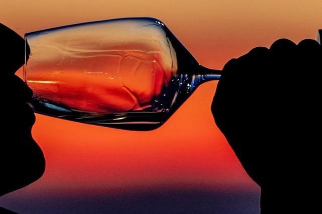 Eine ehemalige Badische Weinkönigin bietet Online-Weinverkostung an