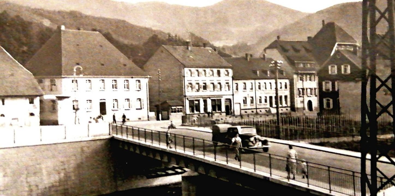 Eine historische Postkarte, versendet ...hr 1940,  zeigt die Kollnauer Brücke.   | Foto: Archiv Florian Ücker