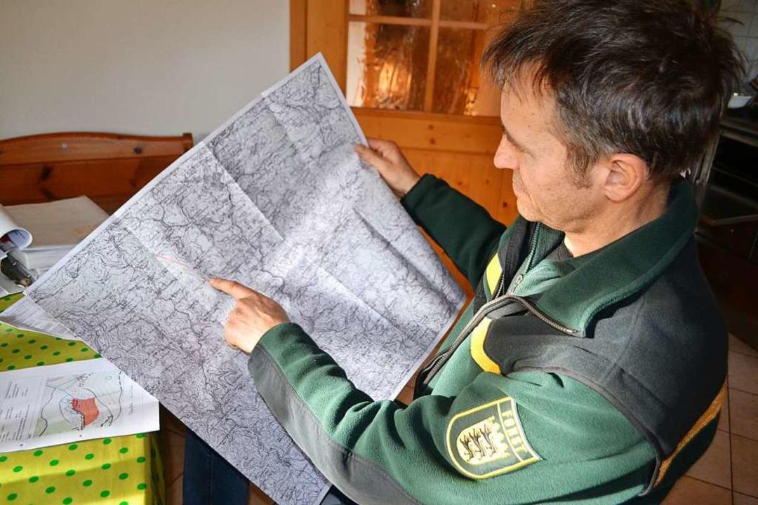 Revierleiter Rolf Berger aus Wembach b...zwei Projekte zum Schutz von Auerwild.  | Foto: Paul Berger