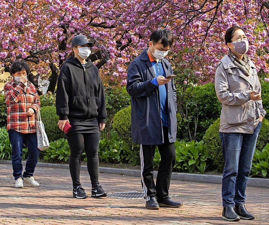 Ohne Mundschutz durfte nicht gewählt werden.    Foto: Lee Sang-ho (dpa)