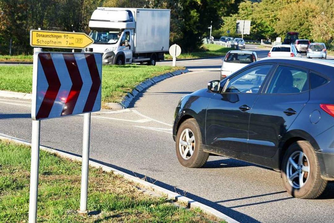 Sieben Unfälle registrierte die Polizei am B317-Kreisel bei Steinen.    Foto: Robert Bergmann