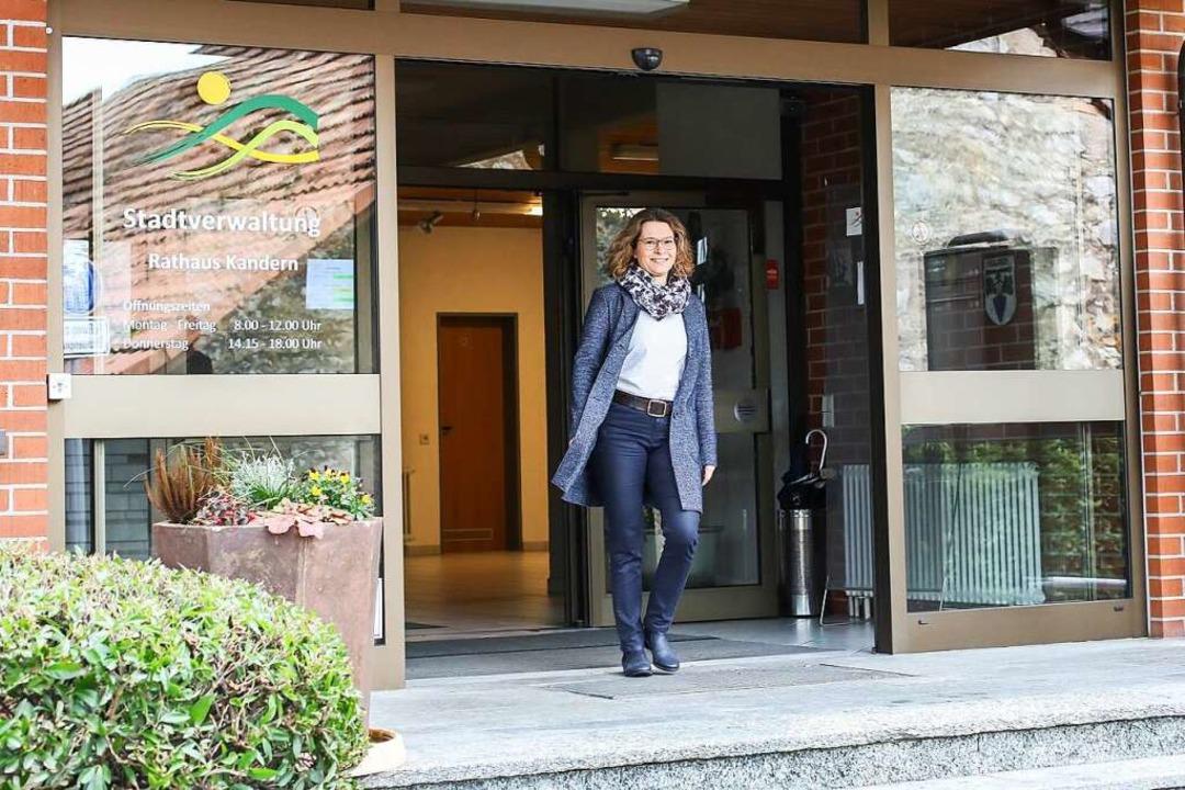 Es kann losgehen: Simone Penner vor dem Rathaus.    Foto: Jade Hartmann