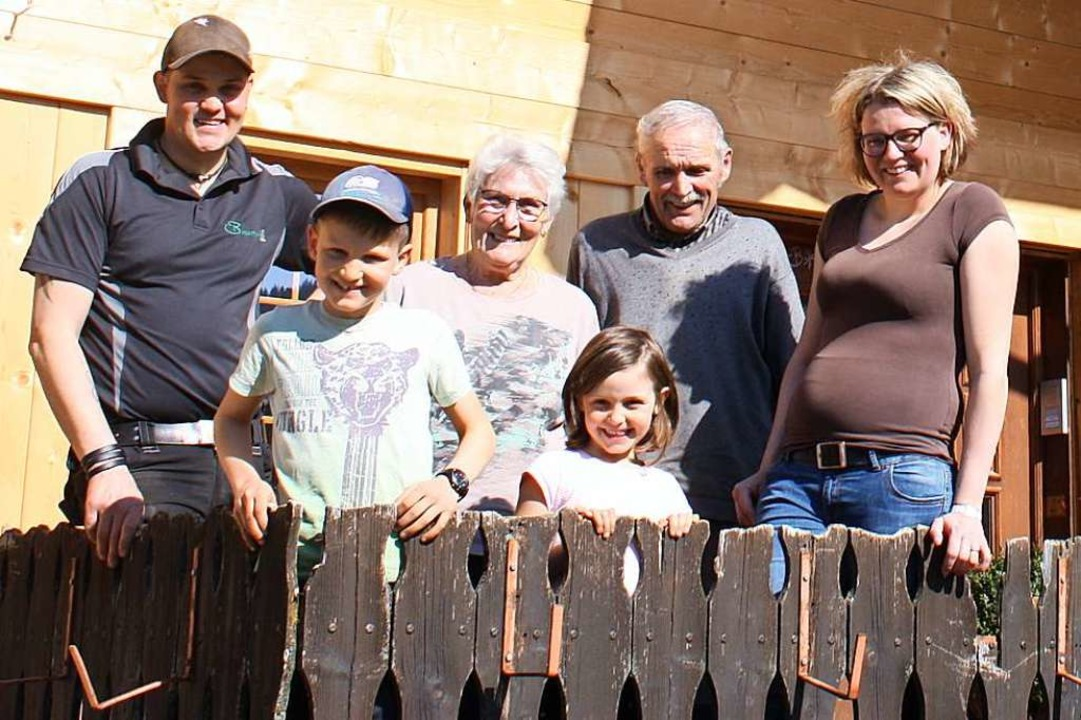 Drei Generationen auf einem Hof: Flori...ie Großeltern Sofie und Egon Wursthorn  | Foto: Barbara Schmidt