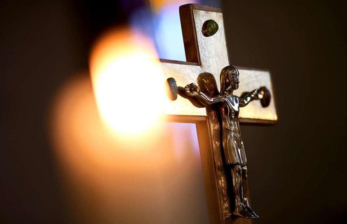 Nur 744 Katholikinnen und Katholiken b...er Pfarrgemeinderatswahl (Symbolbild).  | Foto: Ronny Hartmann (dpa)
