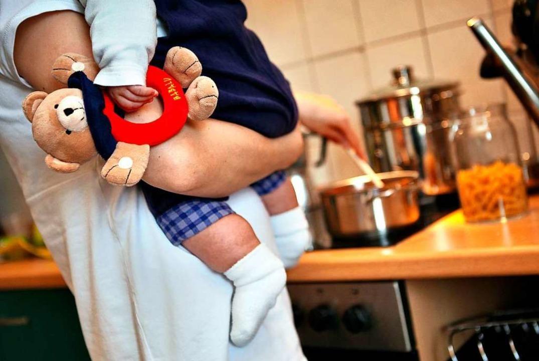 Viele Eltern müssen derzeit Kinderbetr...unter einen Hut bekommen (Symbolbild).  | Foto: Jan Woitas