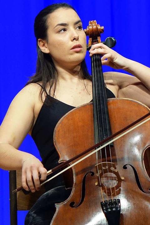 Cellistin Natalia Dauer nutzt die konz...onieren und Einstudieren neuer Stücke.  | Foto: Roswitha Frey