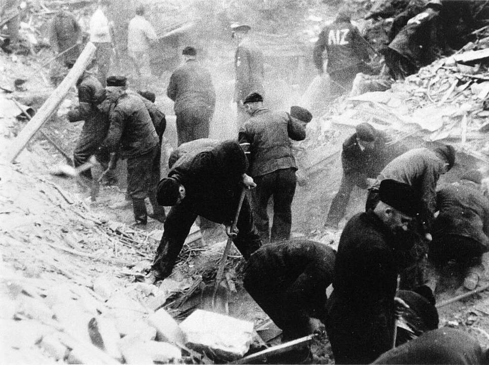 Zwangsarbeiter beim Trümmerräumen  | Foto: Bistum Osnabrück