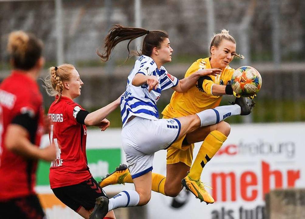 Merle Frohms in Aktion für den SC Freiburg  | Foto: Patrick Seeger