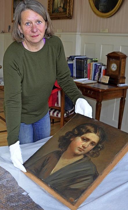 Nach einiger Aufregung hält Elisabeth ... muss es zunächst restauriert werden.   | Foto: Christiane Sahli