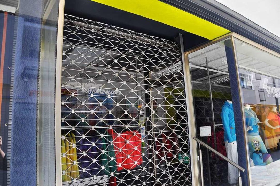 Die Rolltore der Geschäfte in der Innenstadt dürfen ab Montag wieder hochfahren.    Foto: Nicolai Kapitz
