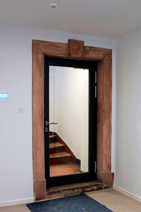 Alter Rahmen, neue Tür – das pas... in den ersten Stock des Jugendhauses.  | Foto: Stadt Emmendingen