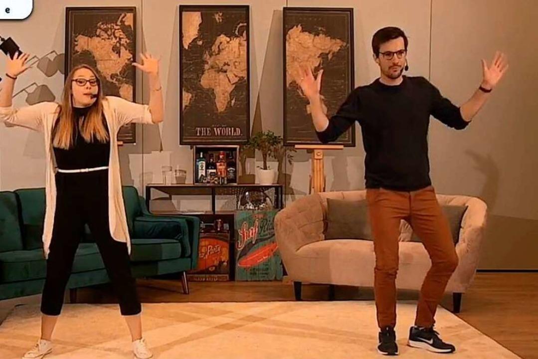 Martin Horn mit Tanzlehrerin Krissi im Online-Tanzkurs.    Foto: screenshot
