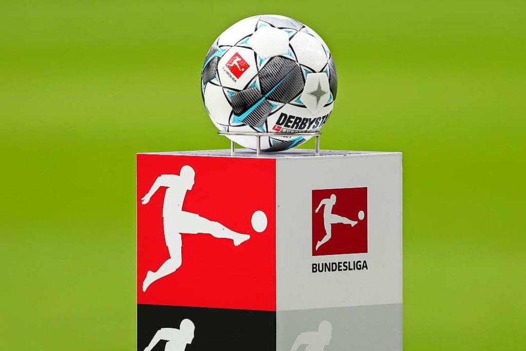 Profifußballer gehen einem Beruf nach,...ayerns Ministerpräsident Markus Söder.  | Foto: Jan Woitas (dpa)