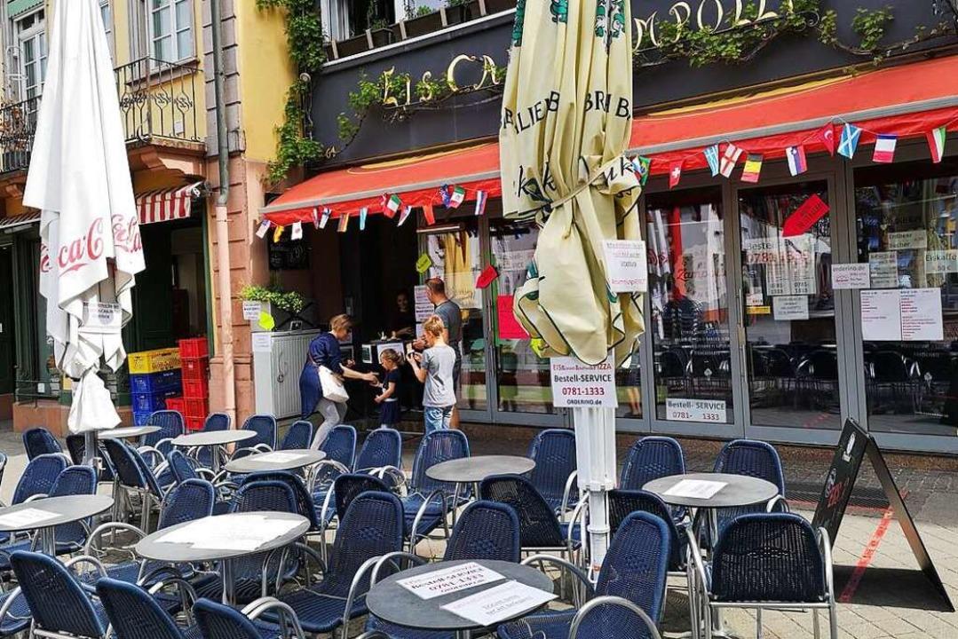 Vor dem Eiscafé anrufen, Eis bestellen...doch noch wie die Kavallerie zu Hilfe?  | Foto: Ralf Burgmaier