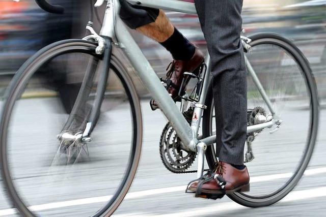 Fahrradfahrer weicht in Wallbach einem Auto aus und stürzt