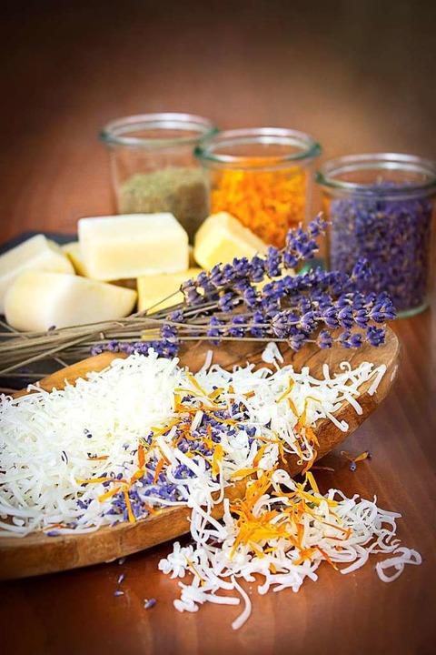 Ganz einfach: mit wenigen Zutaten lassen sich duftende Seifen selbst herstellen.  | Foto: MC Fotografie