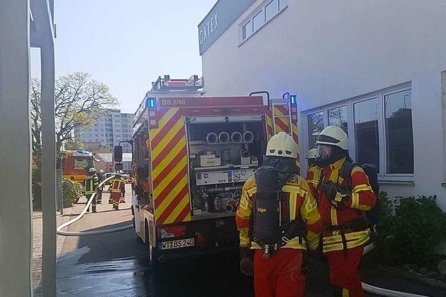 Brand in Gefahrstofflager löst in Bad Säckingen einen Großeinsatz der Feuerwehr aus