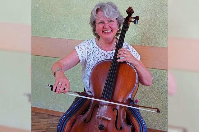 Video: Cellistin Ceciel Strouken spielt und erklärt Werke von Sebastian Lee