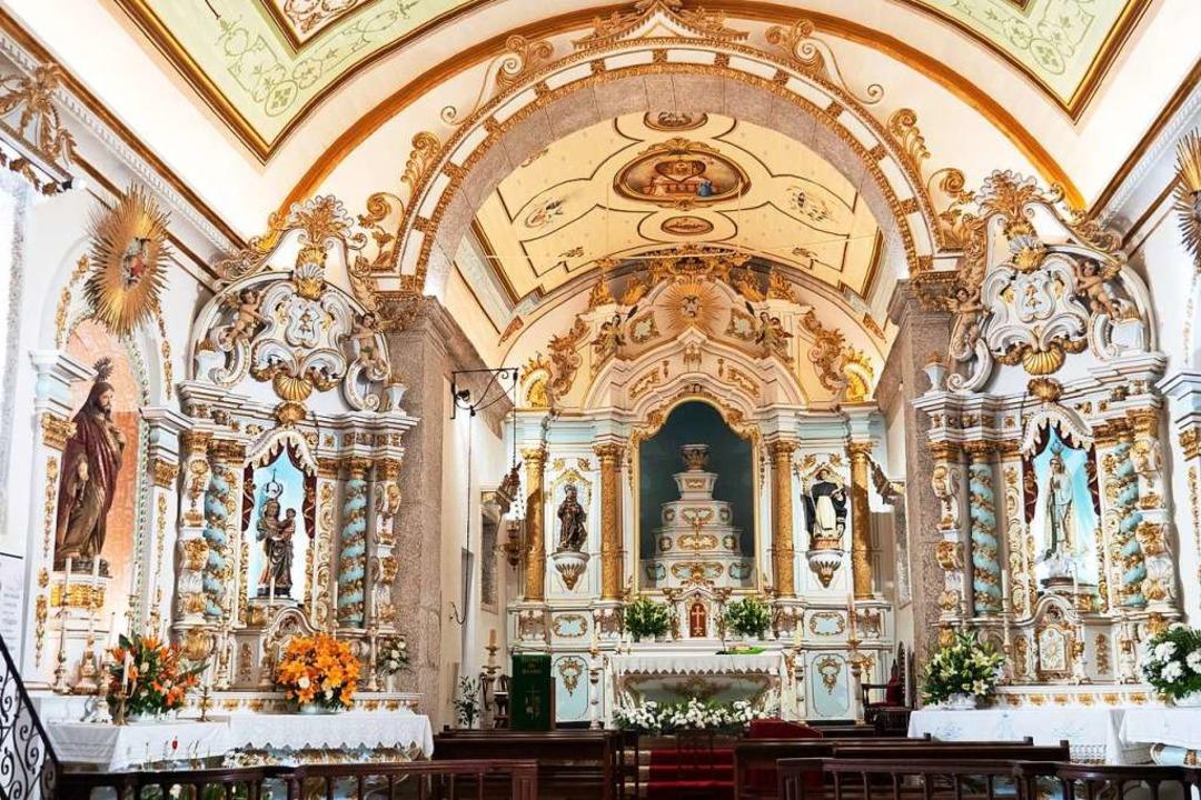 Barockes Kleinod: Die Kirche Nossa Sen... Rosário im portugiesischen Ort Alvoco  | Foto: Andreas Drouve (dpa)