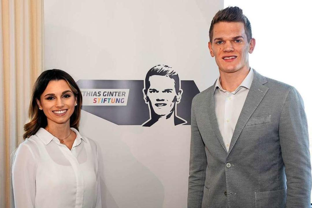 Christina und Matthias Ginter bei der ...hrer Stiftung im März 2018 in Freiburg  | Foto: Thomas Kunz