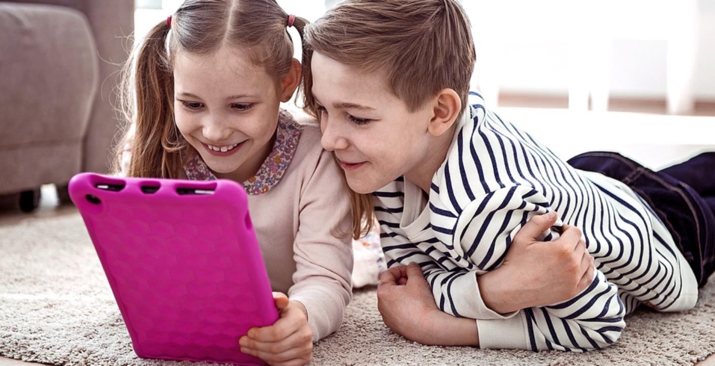 Was diese Geschwister wohl grade mit ihren Freunden zocken?  | Foto: spass - stock.adobe.com