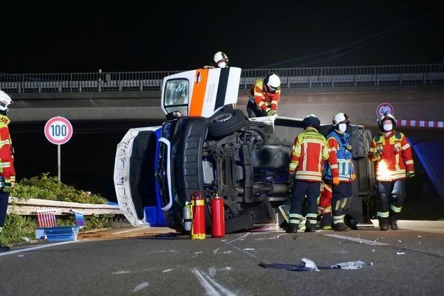 Fahrer verursacht bei Gundelfingen Unfall eines Rettungswagens und flüchtet