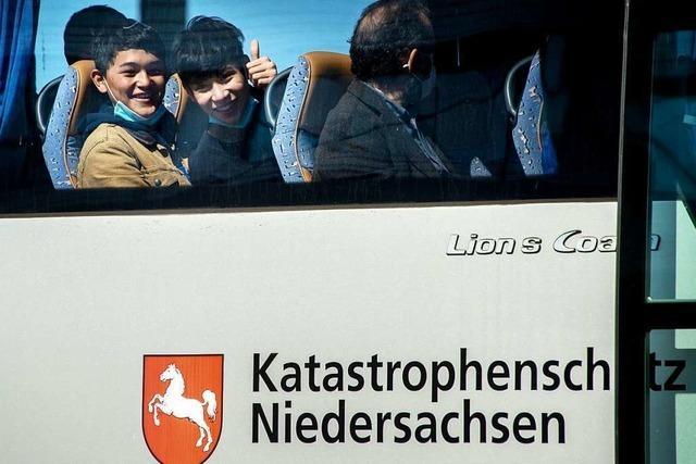 Erste Flüchtlingskinder von griechischen Inseln landen in Hannover