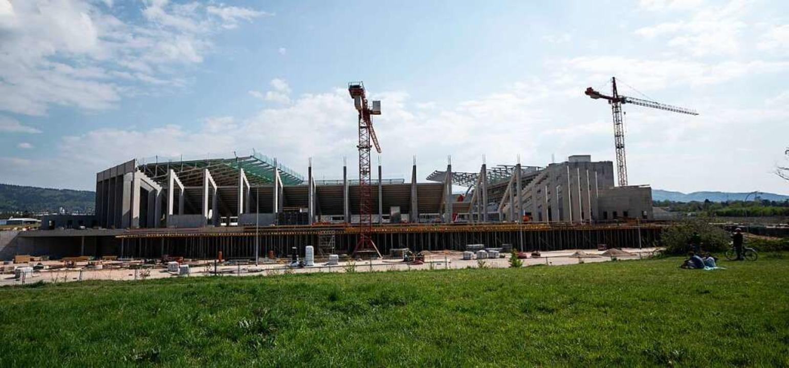 Die Außenansicht zeigt den Neubau des ...reiburg wird nicht wie geplant fertig.    Foto: Patrick Seeger (dpa)