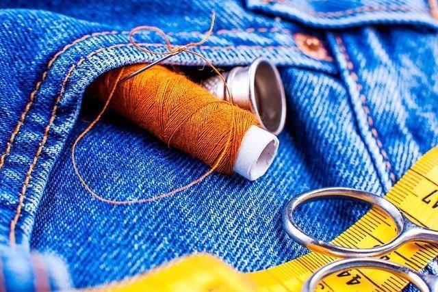 Wie man mit ein paar kleinen Tricks alte Kleidung aufpeppen kann