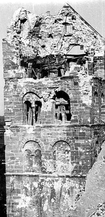Auch das Münster wies große Schäden auf.  | Foto: Paul Schnebelt