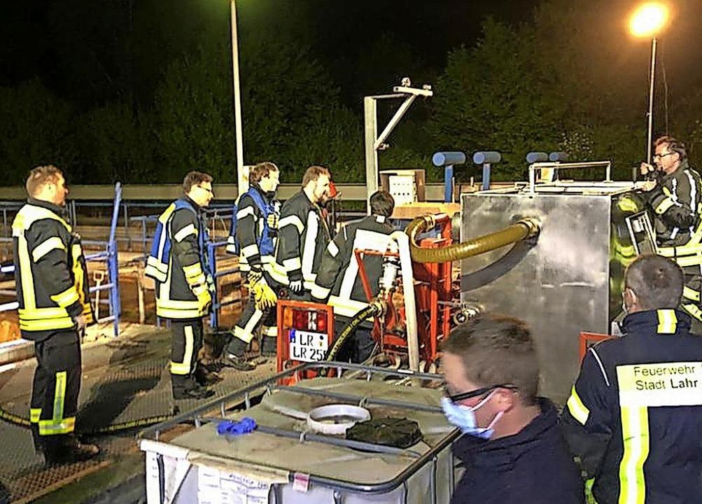 Die Feuerwehr Rheinhausen erhielt bei ... zur Ölschadensbekämpfung mitbrachte.   | Foto: Feuerwehr Rheinhausen