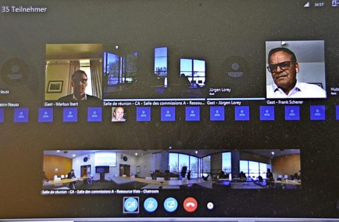 Per Bildschirme waren am Montag die Mi...r des Eurodistriktrates zugeschaltet.   | Foto: hrö