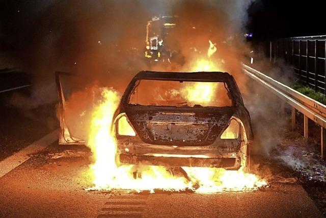 Pkw ist in Flammen aufgegangen