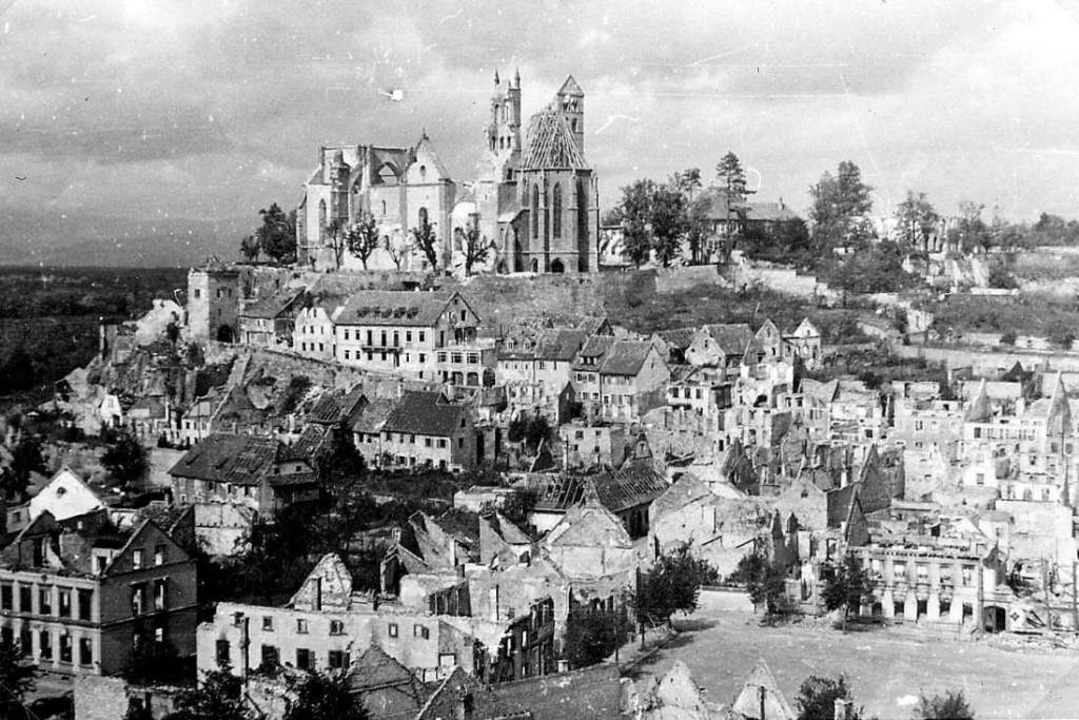 Die Münsterstadt war zu über 85 Prozent zerstört.   | Foto: Paul Schnebelt