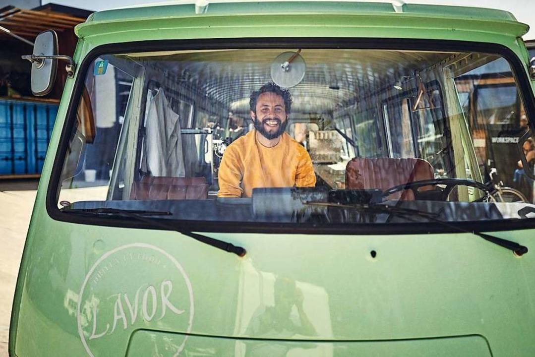 Er liebt Unsicherheiten und sieht die ...gs, jetzt arbeitet er als Erntehelfer.  | Foto: Felix Groteloh