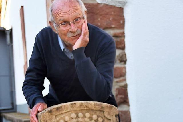 Jochen Winckel sucht alte Grenzsteine und erzählt ihre Geschichte