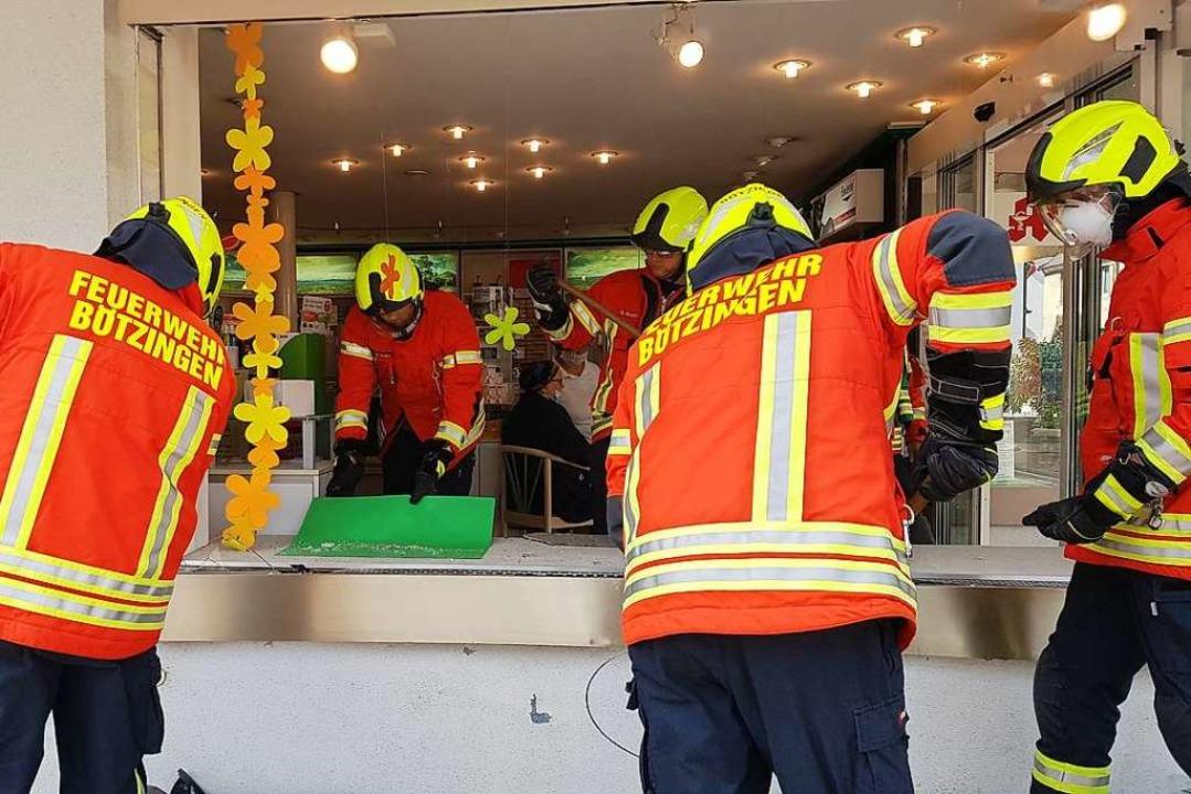 Die Feuerwehr Bötzingen kümmerte sich um die Aufräumarbeiten.    Foto: Horst David