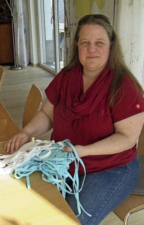 Nicole Gand freut sich über die selbst... Mitgliedern des Ortenauer Narrenbunds  | Foto: Susanne Kerkovius