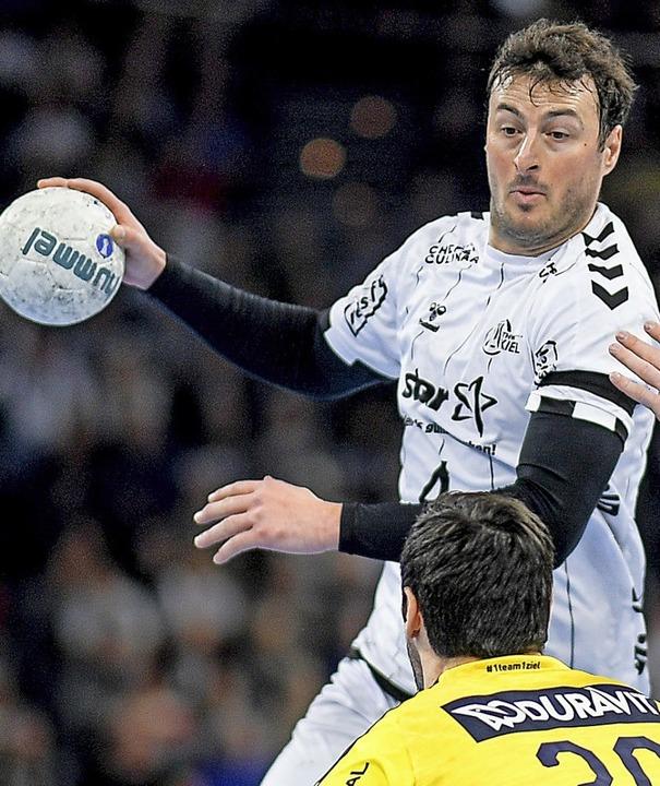 Domagoj Duvnjak ist mit dem THW Kiel am grünen Tisch  Meister geworden.  | Foto: Axel Heimken (dpa)