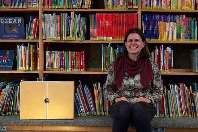 Bibliotheks-Leiterin Katja Benkler liest aus