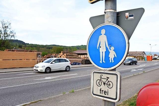 Steinen diskutiert, wie an der B317 die Sicherheit von Fußgängern verbessert werden kann
